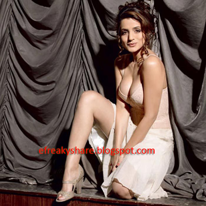 Phrase Hot amisha patel cleavage all clear